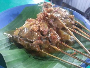 Foto 2 - Makanan(Sate padang dengan lontong) di Soto dan Sate Padang Ajo Ali Pariaman oleh Budi Lee