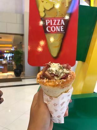 Foto 2 - Makanan di Crown Pizza Cone oleh @qluvfood