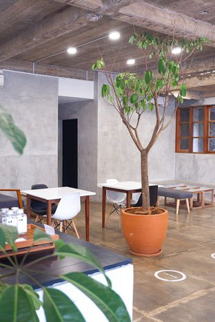 Foto 13 - Interior di Mineral Cafe oleh yudistira ishak abrar