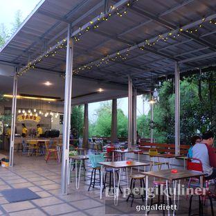 Foto 4 - Interior di Warung Taman Fabs oleh GAGALDIETT