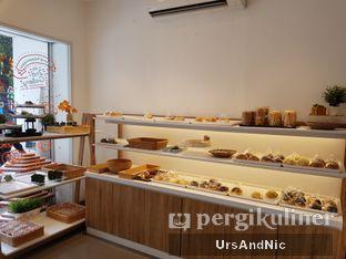 Foto 6 - Interior di Rokue Snack oleh UrsAndNic