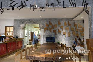 Foto 10 - Interior di Artivator Cafe oleh Darsehsri Handayani