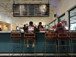 Foto 2 - Interior di Anomali Coffee oleh Eunice