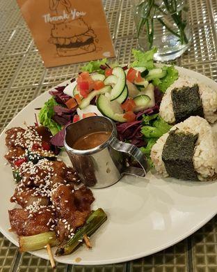 Foto 4 - Makanan di Burgreens Express oleh Hafizah Murdhatilla