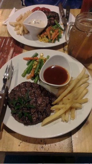 Foto 1 - Makanan(Rib Eye Australian Meltique Beef) di Double U Steak by Chef Widhi oleh Irine