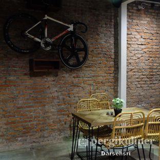 Foto 8 - Interior di The CoffeeCompanion oleh Darsehsri Handayani