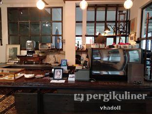 Foto 4 - Interior di But First Coffee oleh Syifa