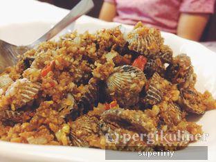 Foto 4 - Makanan(kerang masak bawang putih) di Layar Seafood oleh @supeririy