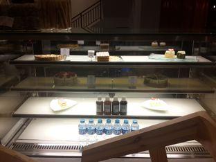 Foto 4 - Interior di Coffeedential Roastery & Dessert oleh @stelmaris