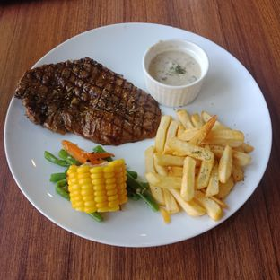 Foto 1 - Makanan(Tenderloin steak with mushroom sauce) di Carnis oleh Fensi Safan