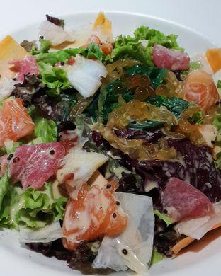 Foto 1 - Makanan(Sashimi salad) di Zenbu oleh Claudia @grownnotborn.id