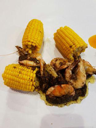 Foto 4 - Makanan di The Holy Crab Shack oleh Theodora