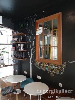 Foto 4 - Interior di Escalator Coffeehouse oleh Selfi Tan