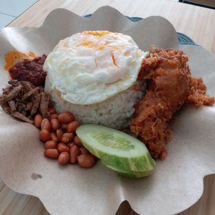Foto 1 - Makanan(set nasi paha + telur ceplok) di Banceuy Nasi Lemak oleh Kuliner Limited Edition
