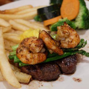 Foto - Makanan(Filet Oscar 350 K) di Outback Steakhouse oleh Febriani Djunaedi