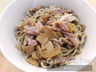 Foto 2 - Makanan(Bakmi Karet) di Bakmi A6 oleh Velvel