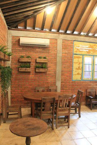 Foto 17 - Interior di Ragil Coffee & Roastery oleh Prido ZH