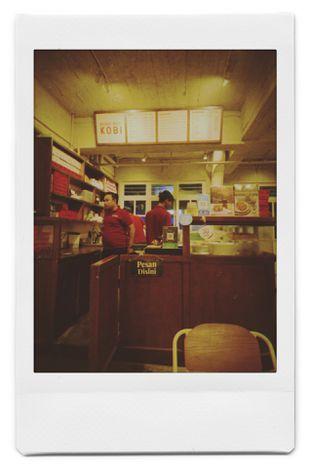 Foto 2 - Interior di Kedai Roti Kobi oleh Della Lukman | @dellalukman