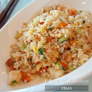 Foto 4 - Makanan(Yang Chow Fried Rice) di Han Palace - Hotel Grand Mercure Harmoni oleh @teddyzelig