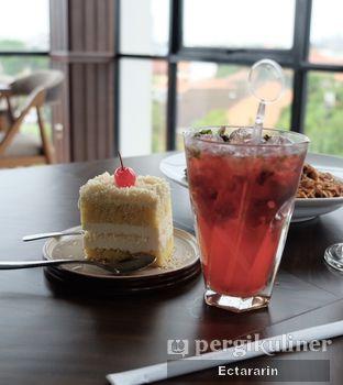 Foto 3 - Makanan(Strawberry Mojito) di The Socialite Bistro & Lounge oleh Ectararin