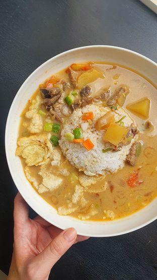 Foto - Makanan di Warung Soto Betawi Hj. Nurma oleh Naomi Suryabudhi