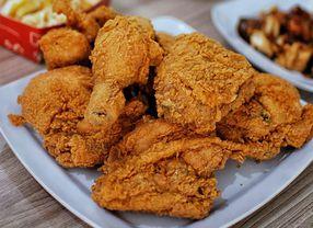 Cara-Cara Menikmati Fried Chicken, Kamu Lebih Suka yang Mana?