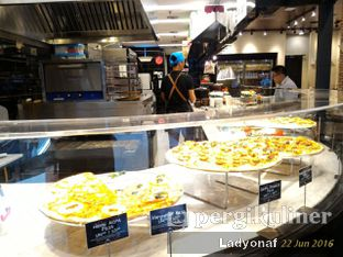 Foto 14 - Interior di The Kitchen by Pizza Hut oleh Ladyonaf @placetogoandeat