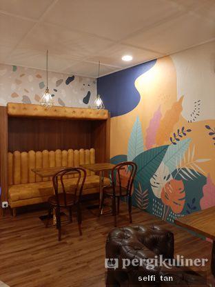 Foto 9 - Interior di Wake Cup Coffee oleh Selfi Tan