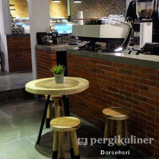 Foto 7 - Interior di The CoffeeCompanion oleh Darsehsri Handayani