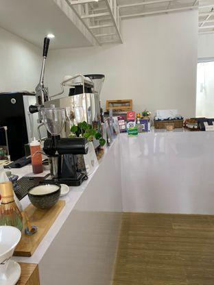 Foto 15 - Interior di Those Between Tea & Coffee oleh Jeljel