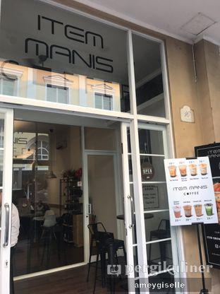 Foto 2 - Eksterior di Item Manis Coffee oleh Hungry Mommy