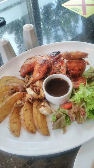 Foto 3 - Makanan(Half Roasted Chicken (IDR 78k)) di Indoguna Gourmet oleh Renodaneswara @caesarinodswr
