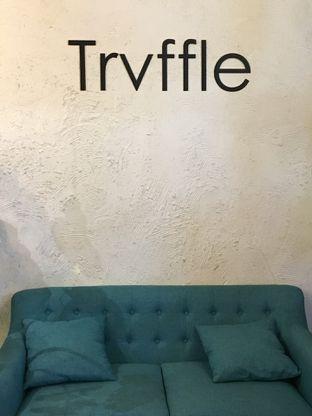 Foto 9 - Interior di Trvffle Bistro oleh Jeljel