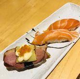 Foto Smoked duck cheese; salmon belly sushi di Sushi Hiro