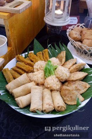 Foto 8 - Makanan di Canting Restaurant - Teraskita Hotel managed by Dafam oleh Shella Anastasia