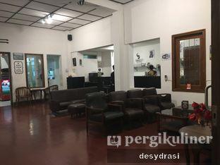 Foto 7 - Interior di Black Butler Cafe - Hotel Sanira oleh Desy Mustika