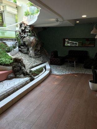 Foto 8 - Interior di Wake Cup Coffee oleh Jeljel