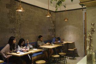 Foto 2 - Interior di Doma Dona Coffee oleh yudistira ishak abrar