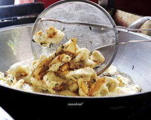 Foto 4 - Makanan di Soto Mie Puri H.Darjo oleh Nanakoot