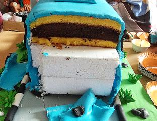 Foto 1 - Makanan di Domino Cake oleh Devi Renat