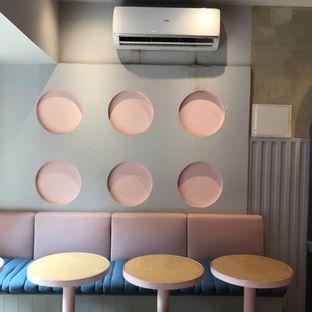 Foto 5 - Interior di Mae Coffee & Eatery oleh Della Ayu