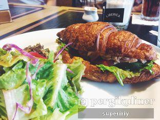 Foto 2 - Makanan(croissant sandwich tuna) di Liberica Coffee oleh @supeririy