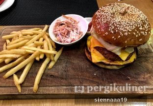 Foto 2 - Makanan(Wagyu Cheese Burger) di La Moda oleh Sienna Paramitha