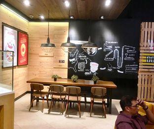 Foto 3 - Interior di Krispy Kreme Cafe oleh Prido ZH