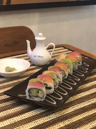 Foto 4 - Makanan(Rainbow Sushi) di Baiza Sushi oleh YSfoodspottings