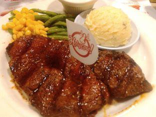 Foto 2 - Makanan(Angus beef u.s tenderloin (IDR 163k) ) di Holycow! STEAKHOUSE by Chef Afit oleh Renodaneswara @caesarinodswr