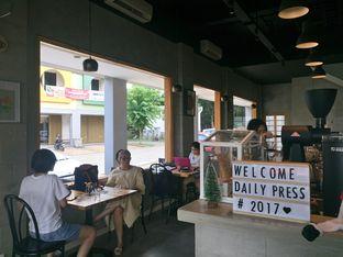 Foto 6 - Interior di Daily Press Coffee oleh yudistira ishak abrar