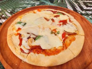 Foto 2 - Makanan(Pepperoni pizza) di ROOFPARK Cafe & Restaurant oleh Komentator Isenk