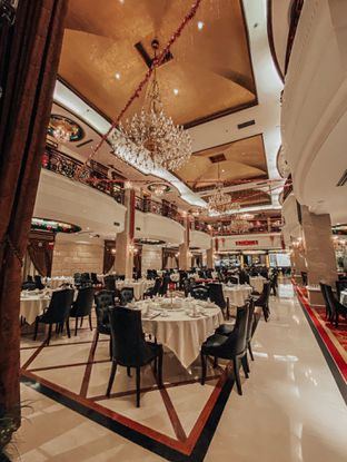 Foto 9 - Interior di Sun City Restaurant - Sun City Hotel oleh Indra Mulia