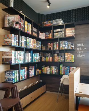 Foto 6 - Interior di Nakama Cafe And Board Game oleh @mizzfoodstories